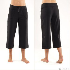 Lululemon Black Crops Capri Pants Sz 8